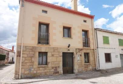 Paired house in calle de Quintana