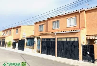 Casa pareada en calle Don Quijote