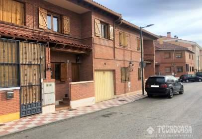 Casa adosada en calle de Pizarra