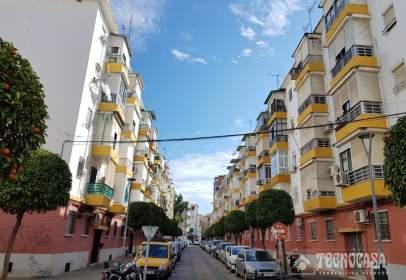 Flat in calle Doctores González Meneses
