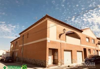 Casa adossada a calle de Amapolas