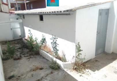 Casa adossada a Santo Tomás-Universidad