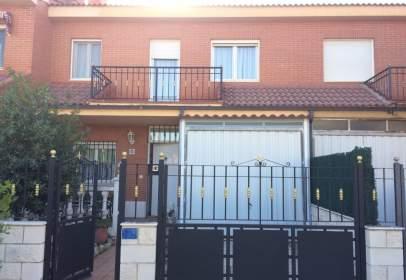 Terraced house in calle Jardines, nº 30