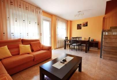 Casa adosada en Fuentes de Ebro