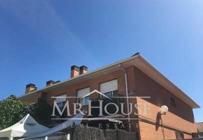 Casa adossada a calle los Madroños
