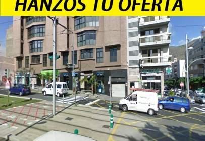 Local comercial en Avenida Islas Canarias, 136, cerca de Plaza Veintinueve de Mayo