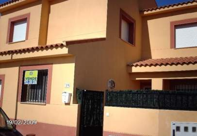 Casa adosada en calle calle El Almendro