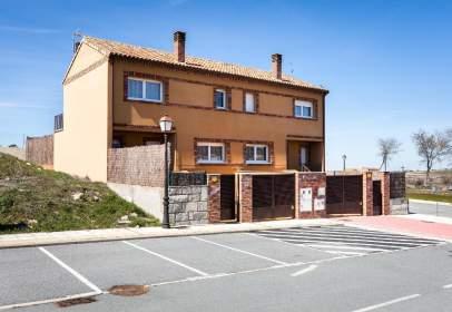 Casa adosada en calle Segovia