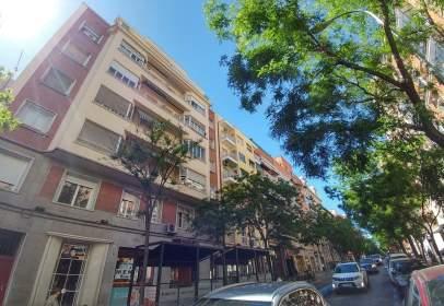 Piso en calle Guzmán El Bueno