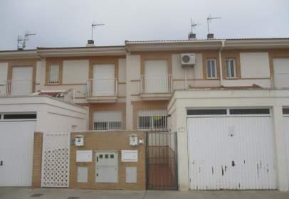 Casa adossada a calle Tablas de Daimiel, nº 24