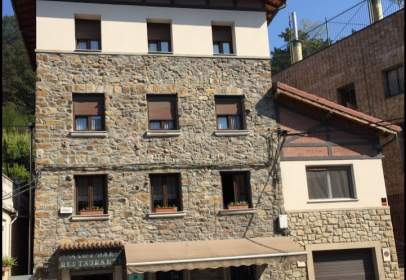 Edificio en Zaratamo