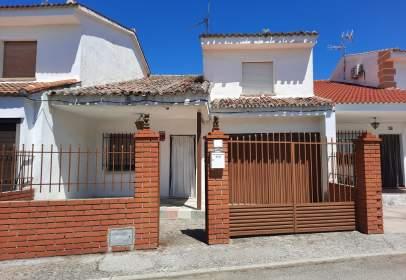 Casa adossada a Chalet Adosado en El Casco Urbano de Escalona