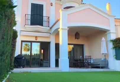 Casa adosada en Urbanización Isla de Guadalmina, nº 1