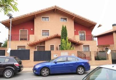 Casa adosada en calle Mendoza Kalea