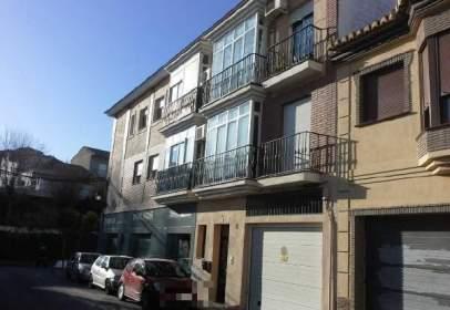 Pis a calle de Ramón y Cajal, nº 1