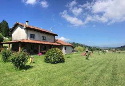 Casa en calle Narzana de Sariego