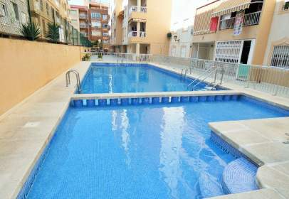 Apartamento en calle Urbano Arregui, cerca de Calle Beniel