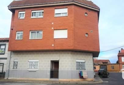 Edificio en Azadinos