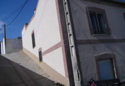 Chalet in calle de Emilio Palomo, near Calle del Lirio