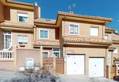 Casa adosada en calle La Loma, nº 36