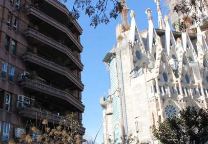 Piso en Junto Templo Sagrada Familia