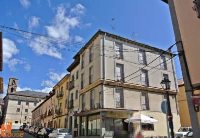 Edificio en calle Lecheros