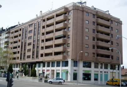Local comercial en calle Hernando de Acuña