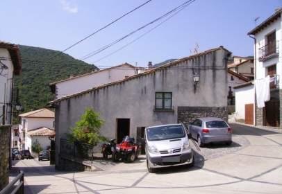 Casa adossada a calle Basato
