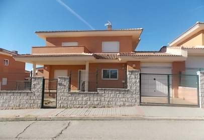 Chalet in calle Miguel Hernández,  5