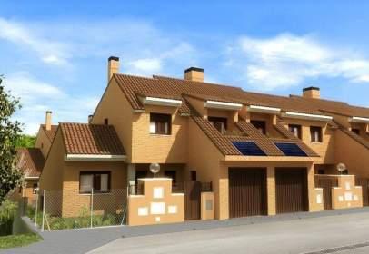 Casa adossada a calle Sierra De Los Ancares, 2