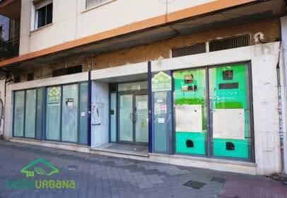 Local comercial en calle Arabial, cerca de Calle Santa Clotilde