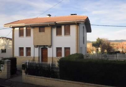 Single-family house in calle Echavarri Urtupiña