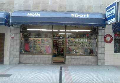 Local comercial en calle Saavedra