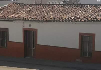 Casa adosada en calle Teodosio, nº 13