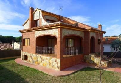 Alquiler de casas y chalets en c noves i samal s barcelona for Casas con piscina barcelona alquiler