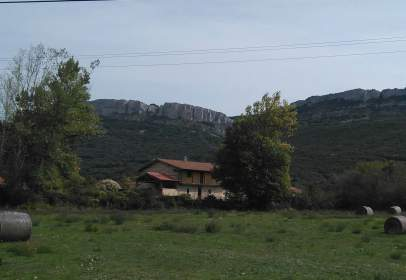 Casa rústica a Plaza Achuri, nº 2