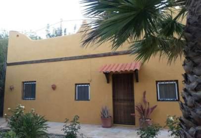 Casa rústica en calle Cariatiz