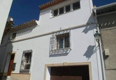 Casa adosada en calle Nueva, nº 3