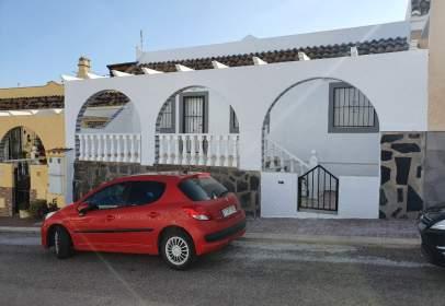 Casa pareada en calle Calahonda, 58