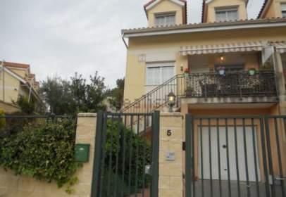 Casa pareada en calle Fuente de La Olmeda, nº 5