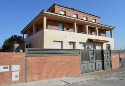 Casa adosada en calle Enric Granados