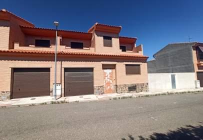 Casa adosada en calle Rosa, 2