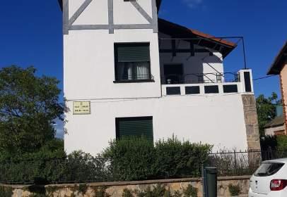 Casa pareada en Amaiurko Gazteluaren Kalea