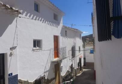 Casa adosada en calle de la Baja