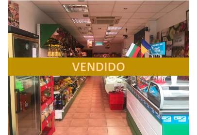 Local comercial en calle Josep Tarradellas, nº 32