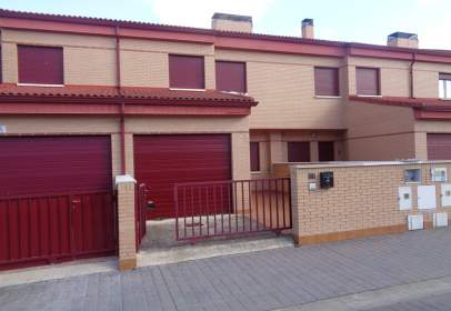 Casa adosada en calle Posada