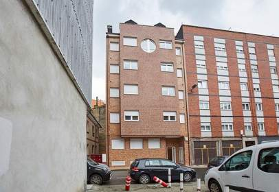 Flat in  Salustio Regueral,  26